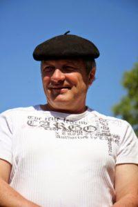 Eric LAGARRIGUES   éleveur à LACAVE